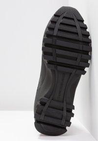Calvin Klein Jeans - TYSHA - Sneakersy wysokie - black/tomato - 6