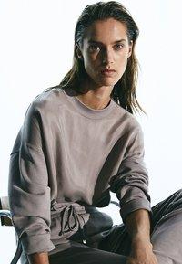 Massimo Dutti - MIT ANPASSBAREM SAUM - Sweatshirt - grey - 6