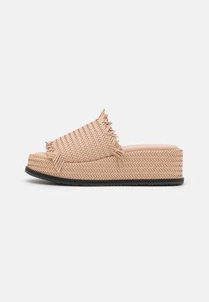 SYLVIE  - Pantofle na podpatku - corda