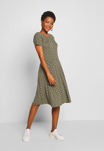KAHAZEL DRESS - Jersey dress - grape leaf