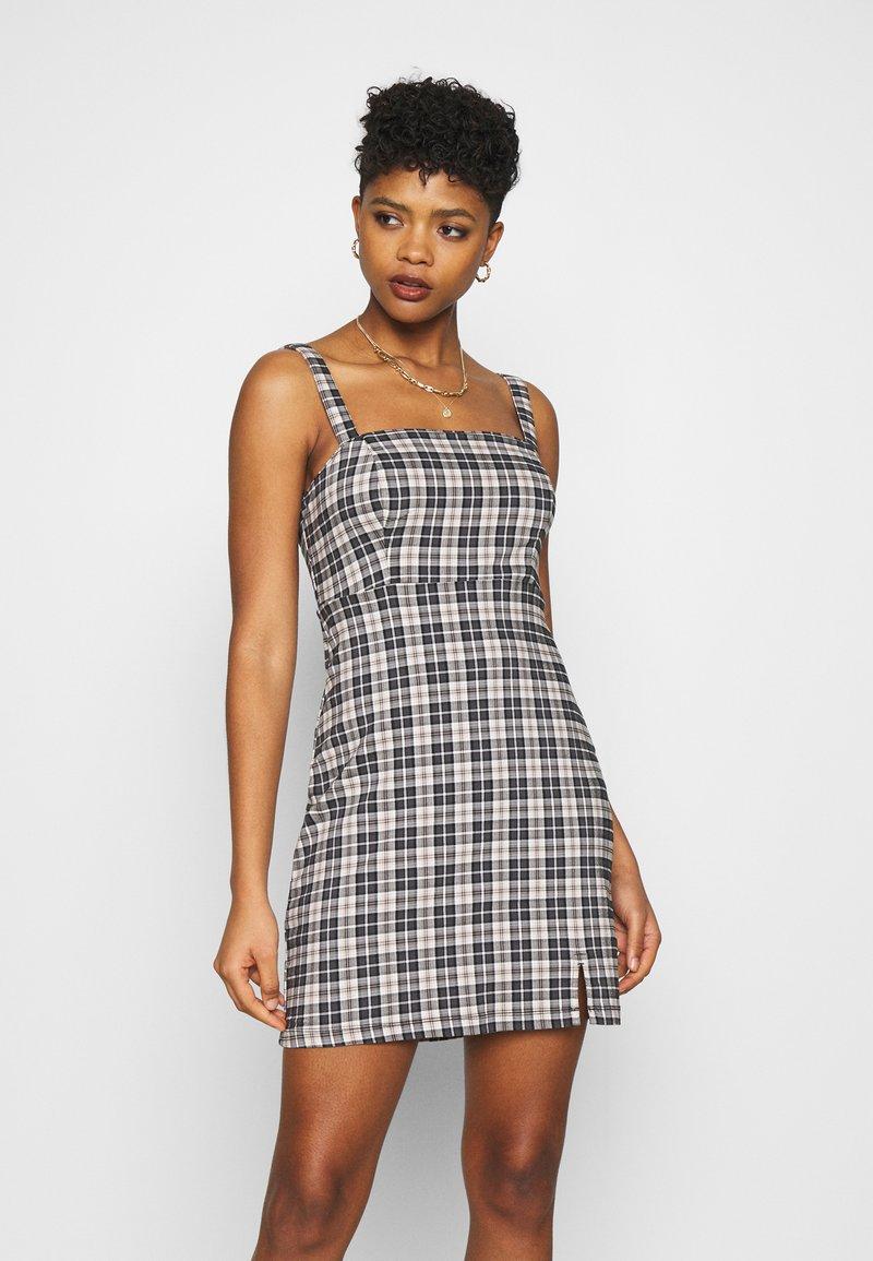 Hollister Co. - CHAIN BARE STRUCT - Denní šaty - black/tan