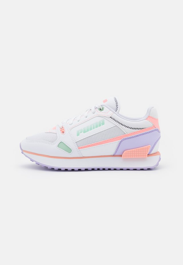 Sneakers - white/elektro peach/light lavender