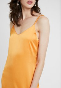 Missguided Tall - CAMI SLIP MIDI DRESS - Robe d'été - orange - 4