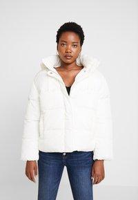 GAP - V-MIDWEIGHT NOVELTY PUFFER - Winter jacket - milk - 0