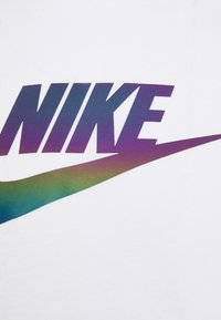 Nike Sportswear - TEE FESTIVAL FUTURA - T-shirt med print - white - 5
