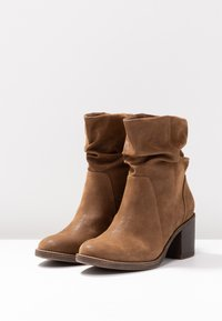 Bullboxer - Classic ankle boots - brown - 4