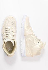 Jordan - AIR 1 MID SE - Sneakers high - fossil/white - 5