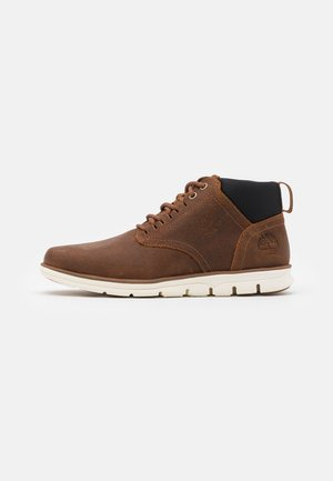 BRADSTREET GHILLIE CHUKKA - Lace-up ankle boots - rust