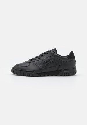TANKER  - Trainers - black