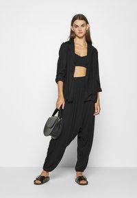 Vero Moda - HAREM ELASTIC PANT  - Trousers - black - 1