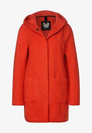 MIT KAPUZE - Short coat - rot