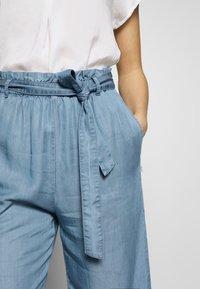 Marc O'Polo DENIM - PANTS WIDE LEG BELT - Trousers - blue grey - 6