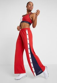 Tommy Sport - FLAG TAPE PANT FLARE - Träningsbyxor - red - 1