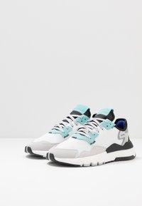 adidas Originals - NITE JOGGER - Sneakers laag - footware white/easy mint - 2