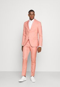 Isaac Dewhirst - THE FASHION SUIT NOTCH - Suit - coral - 0