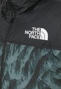 The North Face - PRINTED 1996 RETRO NUPTSE VEST UNISEX - Waistcoat - balsam green - 2
