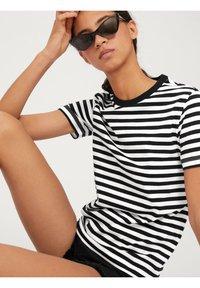 EDITED - LEILA - Print T-shirt - offwhite - 4