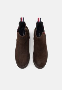 Tommy Hilfiger - CORPORATE CHELSEA - Bottines - cocoa - 3