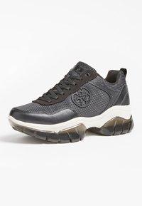 Guess - DREAMER 4G LOGO - Sneakers basse - schwarz - 1
