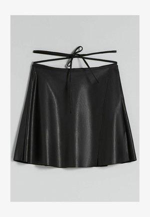 SKATER AUS KUNSTLEDER - Leather skirt - black