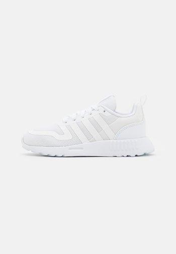 MULTIX UNISEX - Zapatillas - footwear white