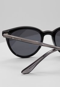 Tommy Hilfiger - Sunglasses - black - 2