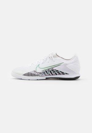 MERCURIAL VAPOR 13 PRO IC - Chaussures de foot en salle - white/black