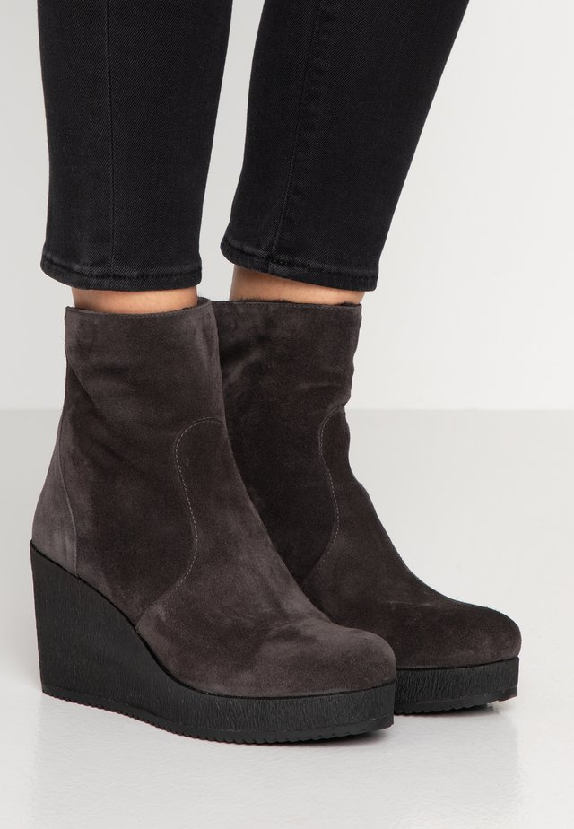 MICRO - Wedge Ankle Boots - asphalto