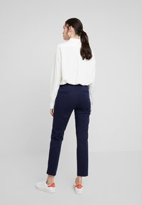 Benetton - GABARDINE STRAIGHT  - Chinos - navy - 3
