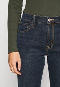 GAP - V BOOT PEARL - Bootcut jeans - dark rinse - 4