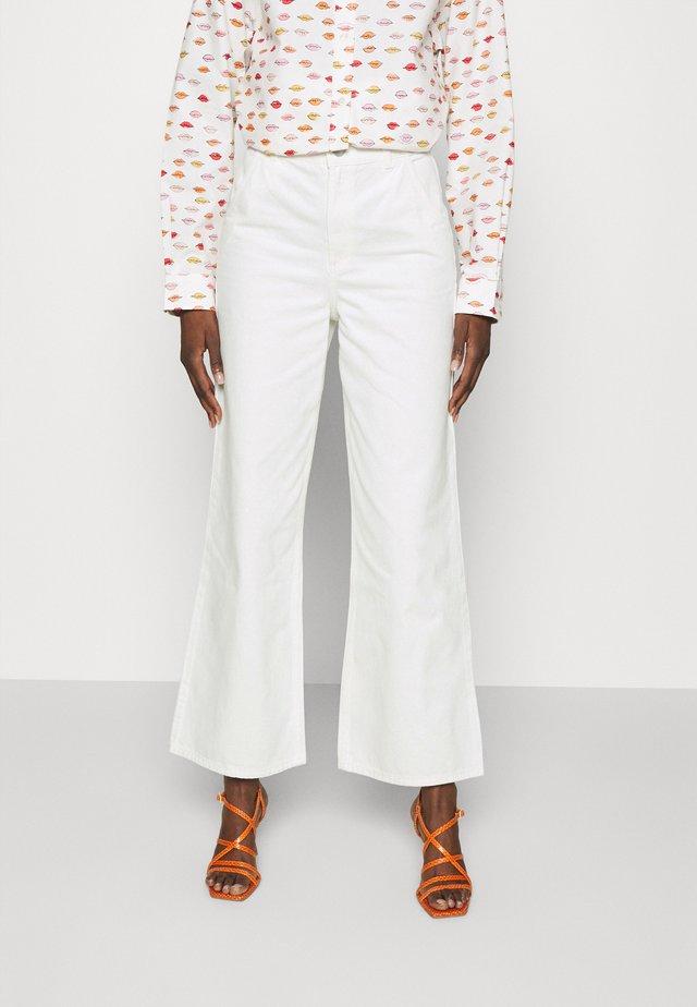 CARLOTTA - Jeans a zampa - cream