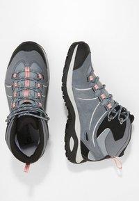 Salomon - ELLIPSE 2 MID GTX - Chaussures de marche - lead/stormy weather/coral almond - 1