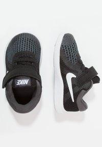 Nike Performance - REVOLUTION 4 - Neutrální běžecké boty - black/anthracite/white - 0