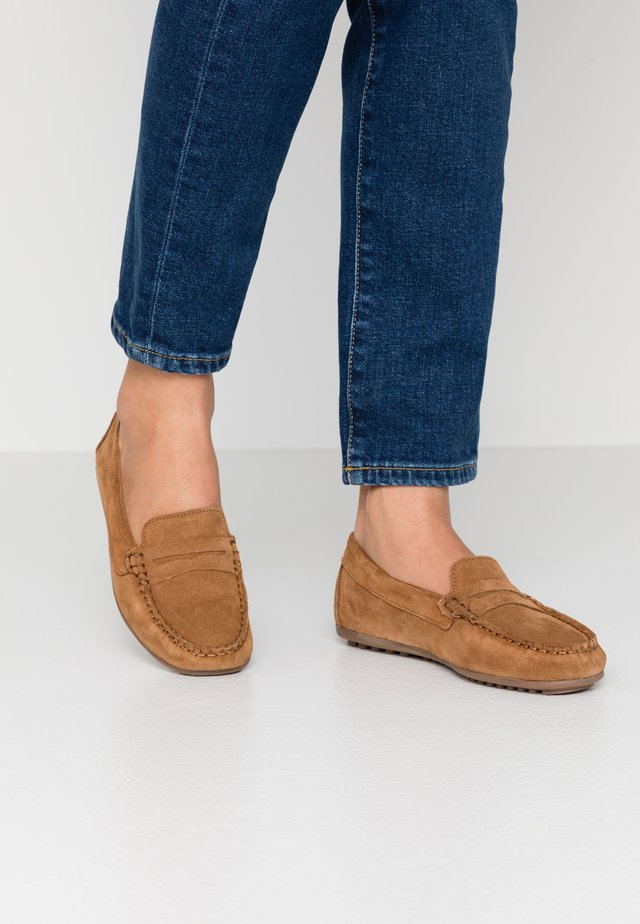LEATHER MOCCASINS - Mocassins - cognac