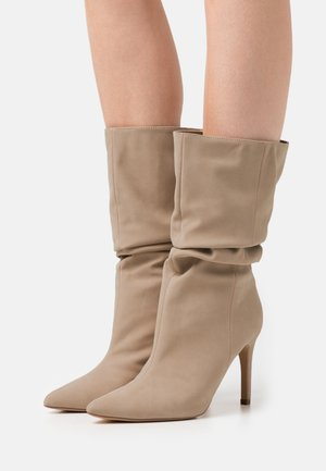 RUCHED STILLETO BOOTS - Boots - sand