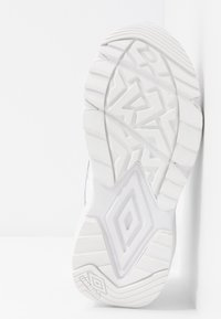 Umbro Projects - NEPTUNE  - Sneakersy niskie - white - 6