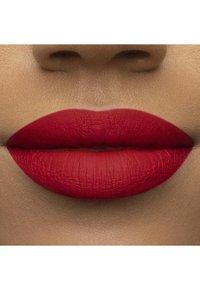 Too Faced - MELTED MATTE LIQUIFIED MATTE LONG WEAR LIPSTICK - Liquid lipstick - hot stuff - 3