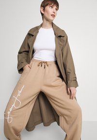 Missguided - SIGNATURE 90S - Tracksuit bottoms - brown - 3