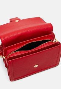 Versace Jeans Couture - SHOULDER BAG - Borsa a mano - rosso - 2