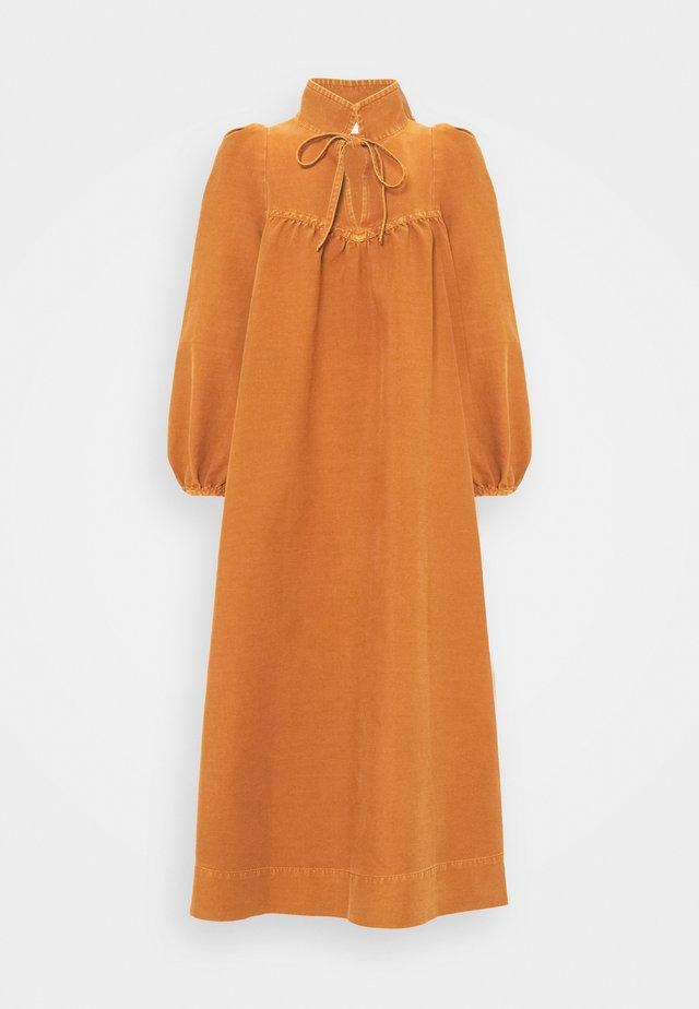 Vapaa-ajan mekko - vivid brown