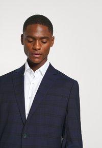 Calvin Klein Tailored - TELA CHECK NATURAL SUIT - Traje - blue - 6