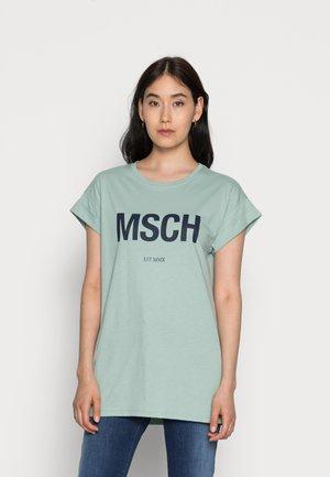 ALVA  SEASONAL TEE - Print T-shirt - blue/sky cap
