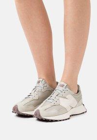 New Balance - WS327 - Sneakers - grey/oak - 0