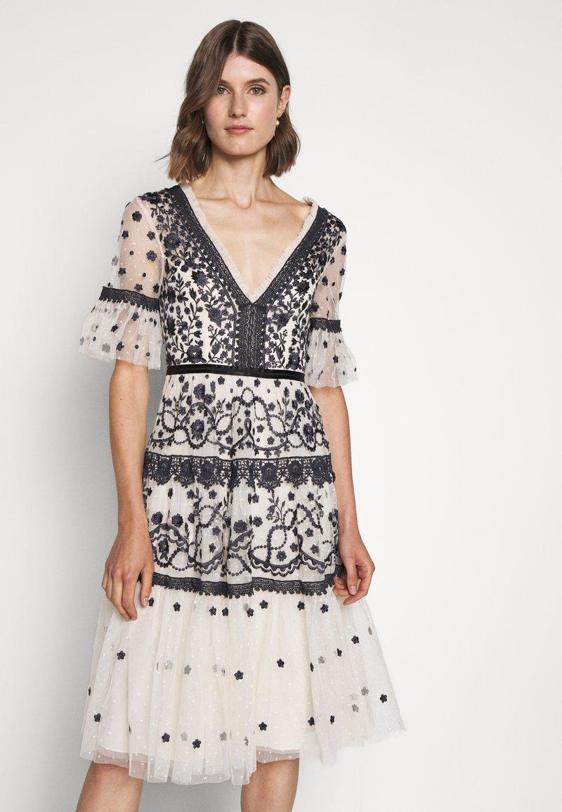 Needle & Thread - MIDSUMMER DRESS - Vestido de cóctel - champagne/black