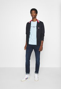 Tommy Hilfiger - GLOBAL ZIP THROUGH - veste en sweat zippée - blue - 1