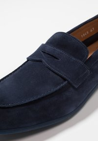 Doucal's - PENNY LOAFER - Mocassini eleganti - indaco - 5