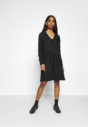 PCBORA SMOCK DRESS - Jersey dress - black