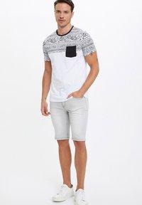 DeFacto - Print T-shirt - white - 1
