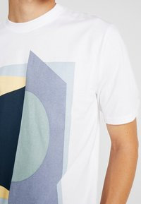 FoR - PIERRE BOLD GRAPHIC FRONT TEE - T-shirt con stampa - white - 5