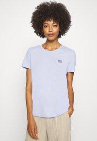 Tommy Hilfiger - CINDY REGULAR - Basic T-shirt - polished blue - 0